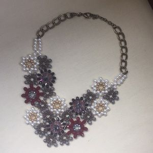 Jewelry - Floral beaded necklace